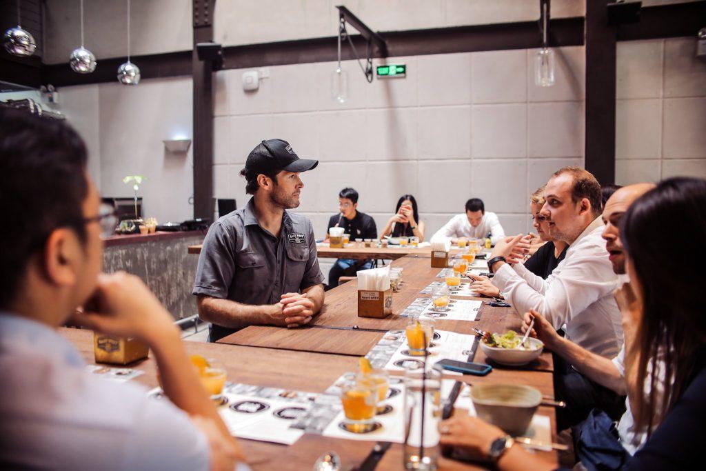 thưởng thức bia craft tại East West Brewing