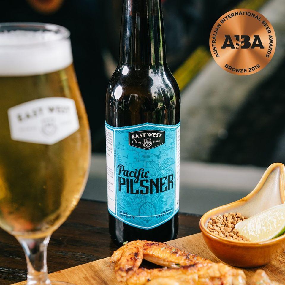 Pacific Pilsner, một trong các craft beer được ưa chuộng nhất tại East West Brewing