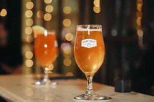 Ly Chalice phô bày sự rực rỡ khiến bạn muốn thưởng thức ngay một ngụm bia craft ngon tuyệt của East West Brewing