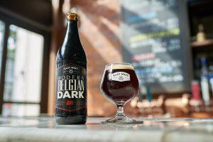 Bia Modern Belgian Dark được phục vụ trong ly Tulip để nâng tầm hương lẫn vị khi thưởng thức