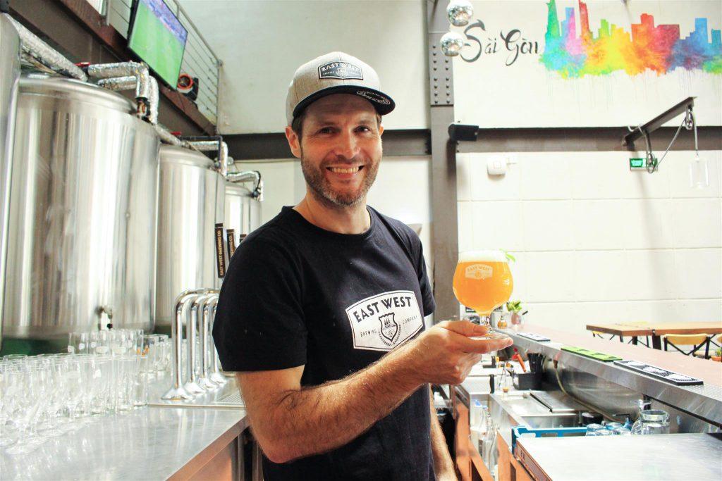 East West Brewing, xưởng beer thủ công chuẩn Âu kết hợp nhà hàng, nơi bạn có thể thưởng thức bia tươi tại nguồn