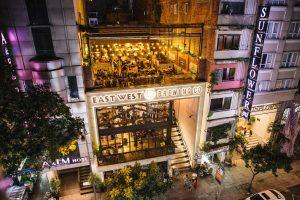 Không gian rộng thoáng của nhà hàng sẽ giúp thực khách thoải mái trải nghiệm bia