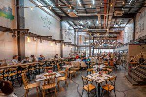 Không gian thưởng bia sang trọng của East West Brewing