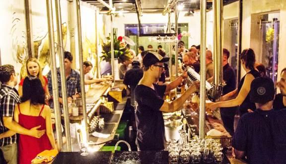 Quầy bar tại Rogue Saigon