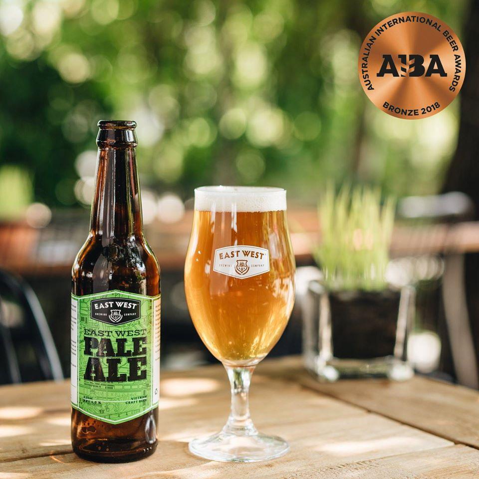 East West Pale Ale là một trong những loại bia đầu tiên và chủ lực của East West Brewing