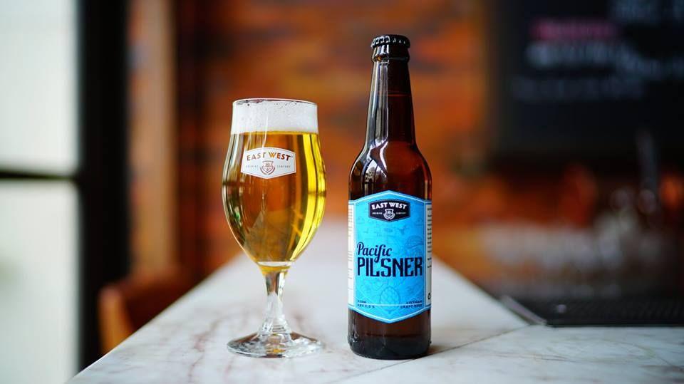 Pacific Pilsner mang đến hương vị cân bằng về hoa bia cũng như phảng phất vị ngọt từ mạch nha